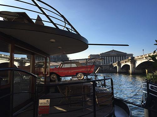 Um barco e seu carro de coleção