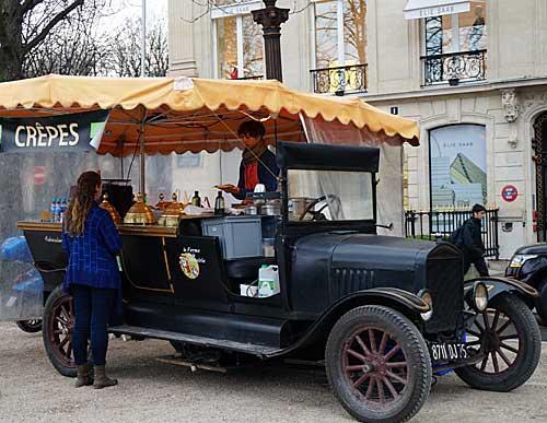Novo quiosque de crepes na Champs Élysées esquina de Montaigne