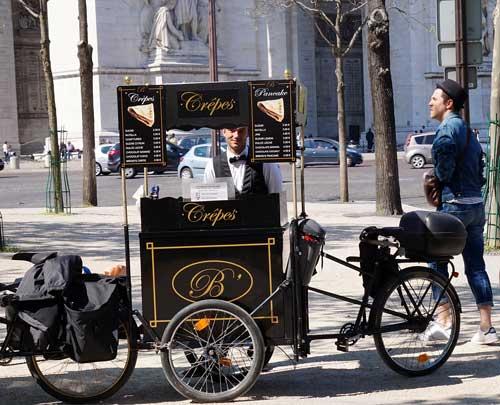 Bike/quiosque de crepes na praça Charles de Gaulle
