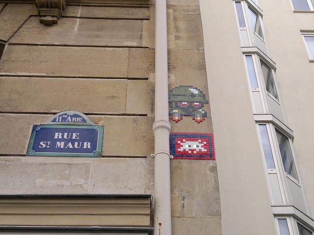 Street art nas esquinas de Paris.