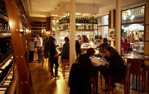 Wine bar da Cave Legrand - local para degustações de vinhos.