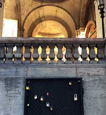 Grade na lateral da Opera Garnier