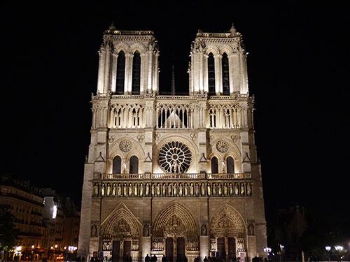 Notre Dame e duas duas torres