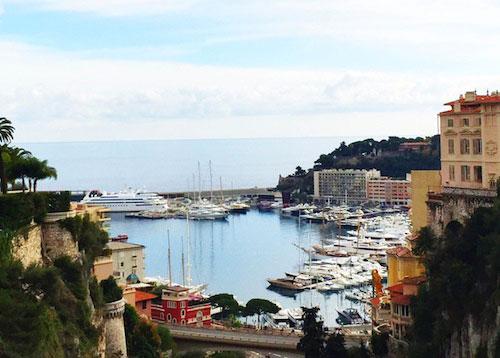 Vista da estação de Mônaco Monte-Carlo. Mari and the City