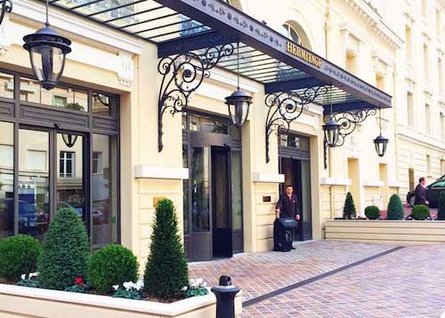 Hotel Hermitage. Mari and the City