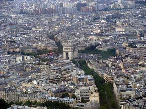 Paris e seu Arco do Triunfo