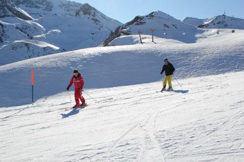 Com muita perseverança e tombos, Lucas dominou o esqui.