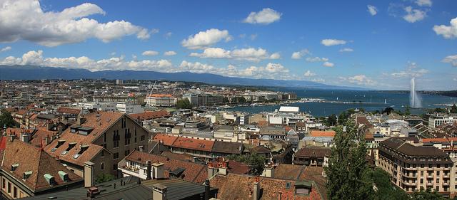 Vista de Genebra e do Lago Léman a partir do centro antigo da cidade.