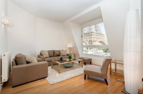 Apartamento para alugar com vista para a Torre Eiffel em Paris