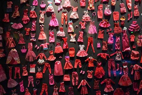 Painél roupas da Barbie