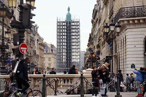 Coluna da Place Vendôme durante a sua restauração