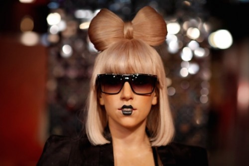 One-version-of-the-Lady-Gaga-bow