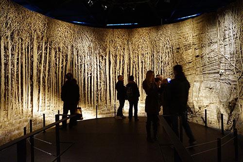 Interior de Panorama e sua floresta de papelão