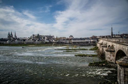 O Rio Loire e a cidade de Blois, de onde começamos o passeio.