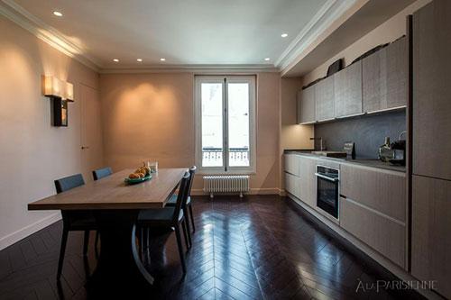 Sala de jantar e cozinha equipada