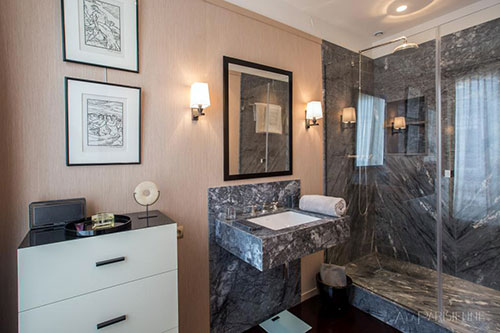 Banheiro do primeiro quarto