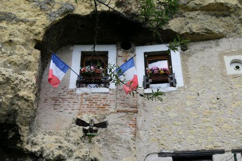 Por toda parte no Loire, vemos casas e caves construidas dentro da montanha