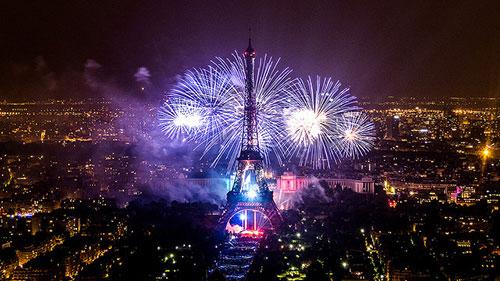 Fogos de artifício a partir da Torre Montparnasse. Yann Caradec no Flickr