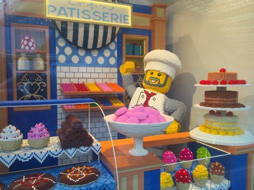 Vitrine da Lego: uma pâtisserie tamanho natural feita com os bloquinhos da marca