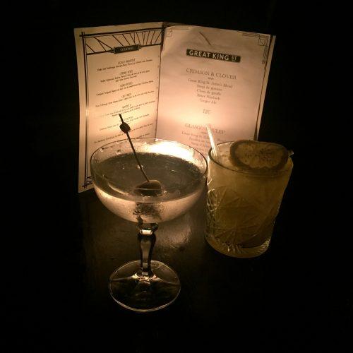 Um Dry Martini clássico e um Oh Sedaine, criação do Moonshiner