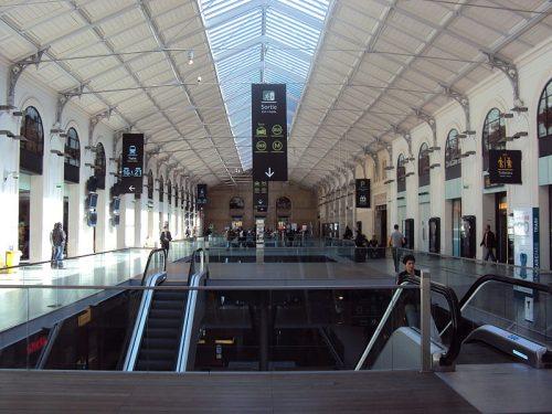 A sala de pas-perdus da Gare Saint Lazare (foto: Akiry no Wikimedia Commons)