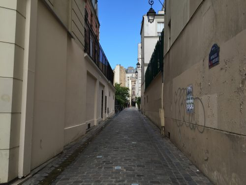 Passagem onde fica o Le Bal