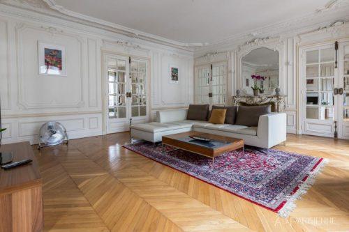 Grande salão do apartamento