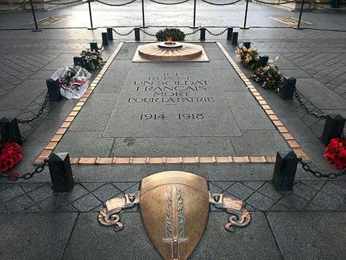 Monumento aos Mortos, Arco do Triunfo