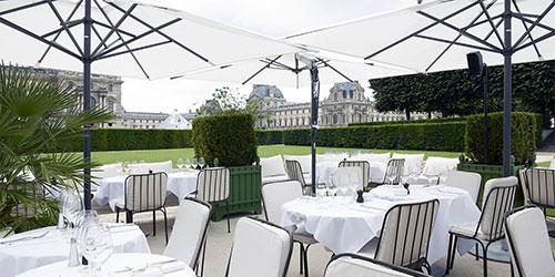 Restaurante Loulou e sua varanda no Tuileries