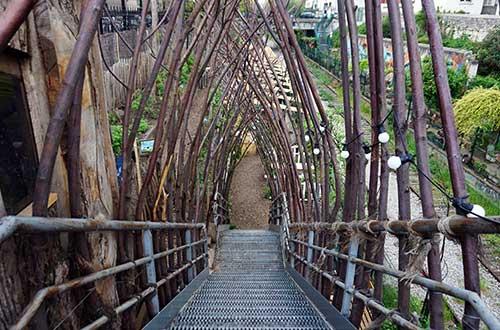Escada que conduz à Fazenda Urbana da La REcyclerie