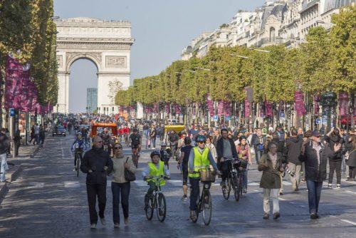 "A avenida Champs Élysées no ""Dia sem carro"" de 2015"