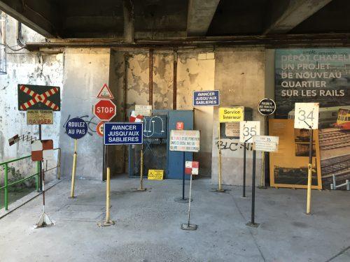 Antigas placas de sinalização