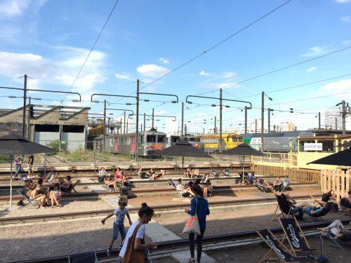 Apesar de o espaço disponível no Grand Train, a linha de trem com suas espreguiçadeiras é o preferido de todos.