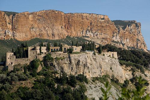 Cassis, antigo forte e Cap Canaille. Rainer Voegeli no Flickr