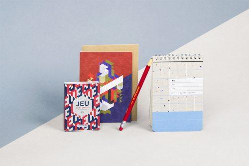 Baralho, cartão postal, lapiseira e bloquinho de anotações da Papier Tigre