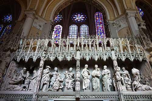 Catedral de Chartres. História esculpida em quadrinhos