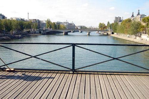 Leilão dos cadeados do amor. Pont des Arts atualmente