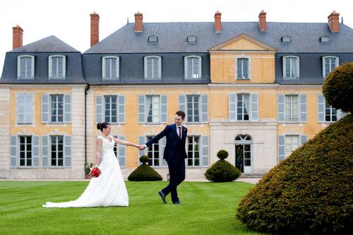 Fotos do casal em frente ao château onde acontecerá a festa. Foto: Ana Rita Rodrigues