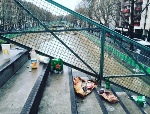 sujeira nas ruas de Paris