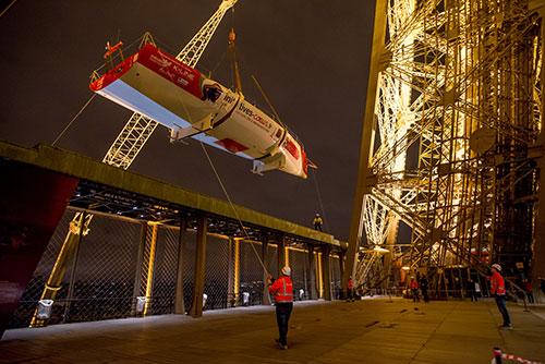 Veleiro no primeiro andar da torre Eiffel