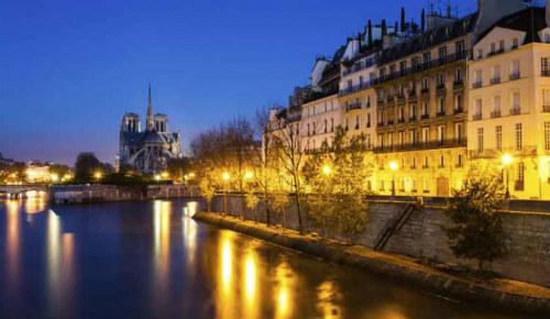 jantar-cruzeiro pelo rio Sena