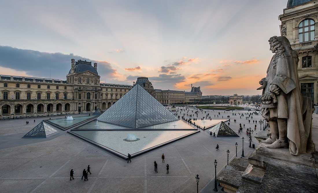 Museu do Louvre e sua Pirâmide