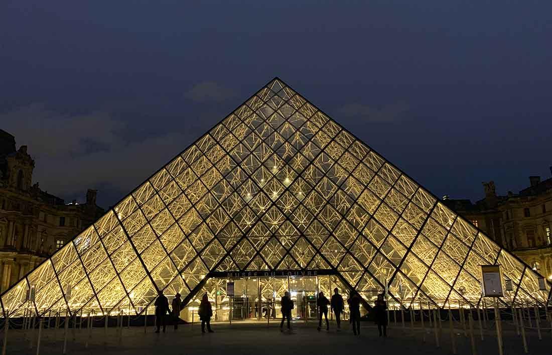 Museu do Louvre: as visitas noturnas atraem menos gente!