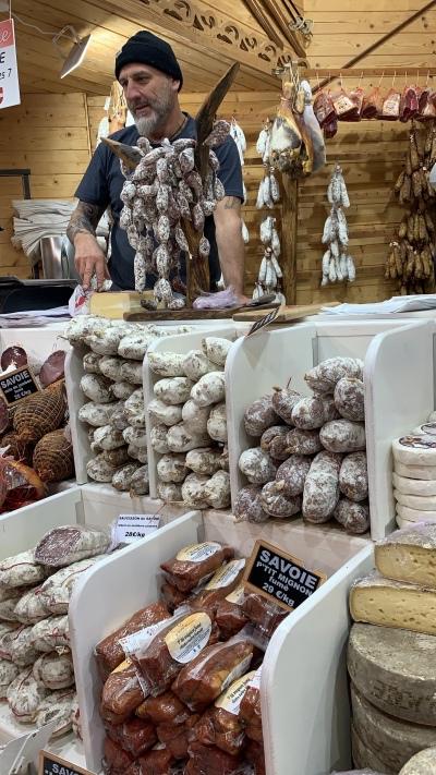 Val Thorens ten diversas lojinhas de produtos locais como embutidos e queijos.