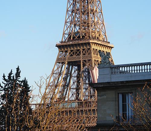 Último andar da torre Eiffel fechado