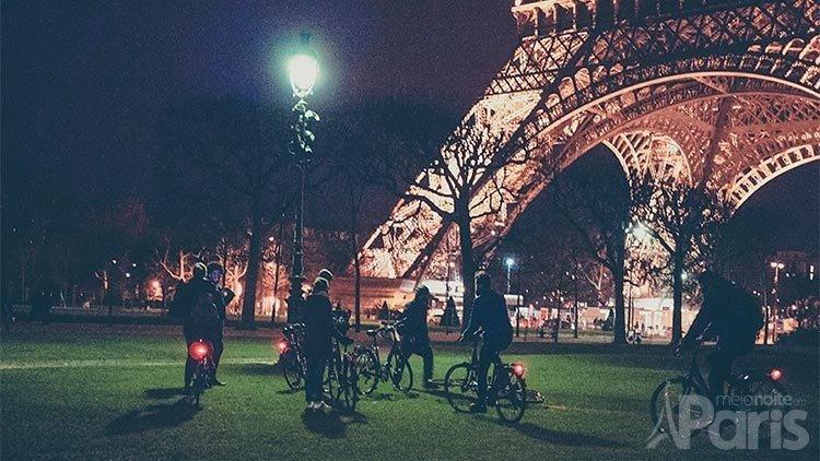 meia noite em paris by bike