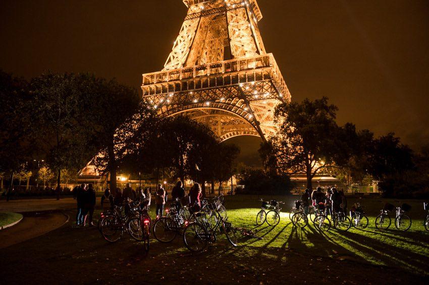 torre eiffeil iluminada