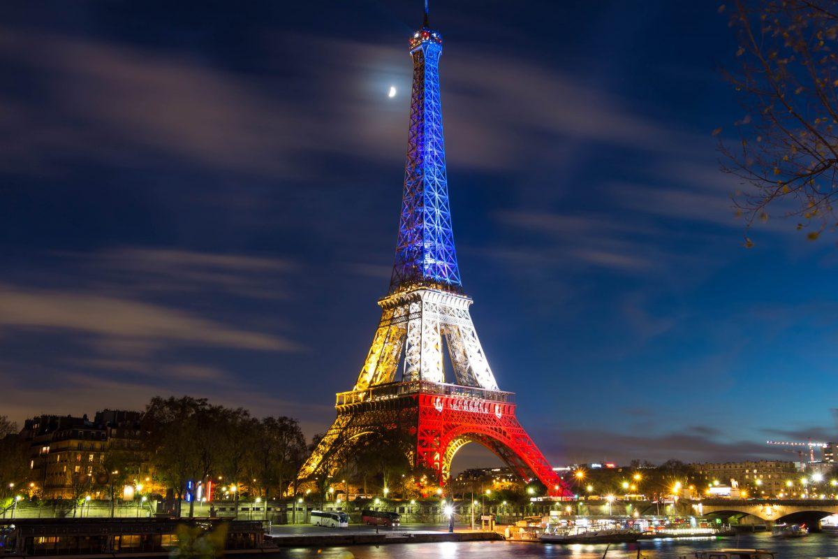 Torre Eiffel faz 130 anos