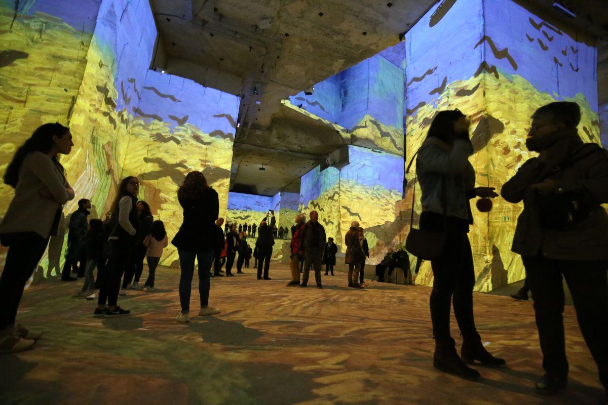 Exposição sobre a obra de Van Gogh na Carrières des Lumières.