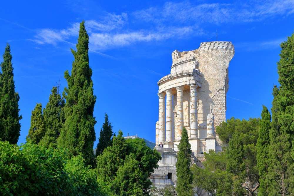 O que visitar na Côte d'Azur: La Turbie, o vilarejo que abriga das ruínas do incrível Troféu de Augusto.